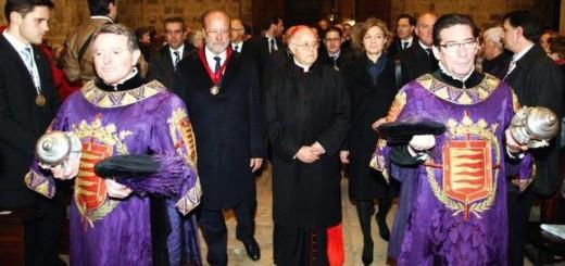 El alcalde de Valladolid, Javier León de la Riva (izquierda), en el pregón de Semana Santa.