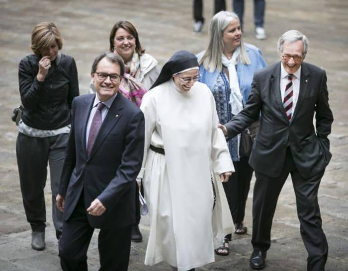 La religiosa participa en un acto electoral de Xavier Trias y Artur Mas en el que reitera su apoyo al independentismo