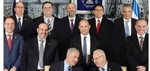 Portada del diario ultraortodoxo israelí 'Yom Le Yom' en que, en un círculo rojo, se ve las piernas de una ministra cuya parte superior del cuerpo fue borrada de la imagen.