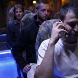 Viajeros en el autobús del Sabbat en Jerusalén. / GALI TIBBON (AFP)