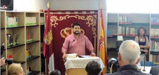Alberto Gonzalez concejal de IU en Arges Toledo en su toma de posesion 2015