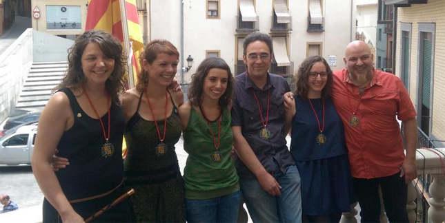 La alcaldesa de Berga, Montserrat Venturós, junto al resto de concejales de la CUP en el Ayuntamiento. Foto: CUP