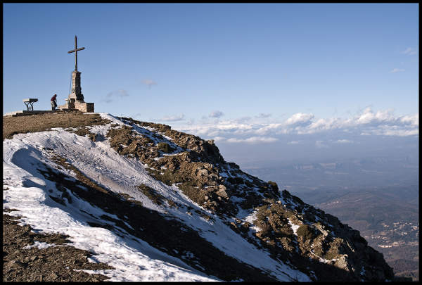 Cruz en el pico Matagall Catalunya