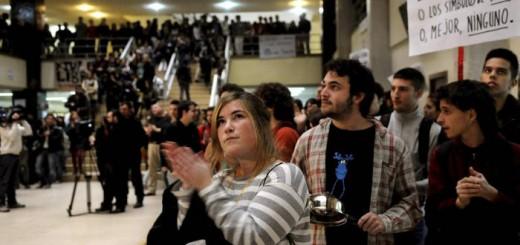 Concentración estudiantil de 2011 contra las capillas, en la Facultad de Historia y Geografía de la UCM (Efe).