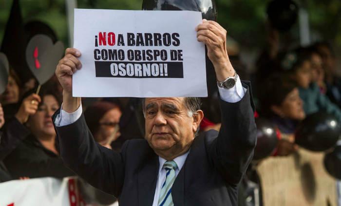 fuera-barros obispo abusos Chile 2015