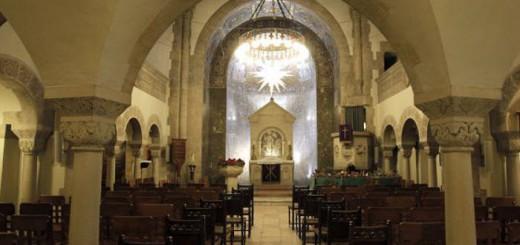 Interior de la iglesia evangélica alemana en el paseo de la Castellana de Madrid. / ULY MARTÍN