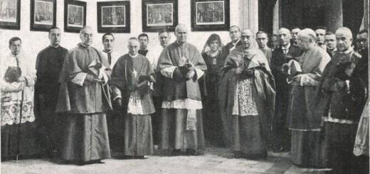 De izquerda a derecha, los obispos Manuel Borràs, Fèlix Bilbao de Tortosa, Vidal i Barraquer de Tarragona, Valentí Comelles de Solsona i Josep Cartañà de Girona