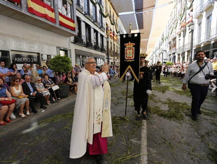procesion Corpus Granada 2015 arzobispo