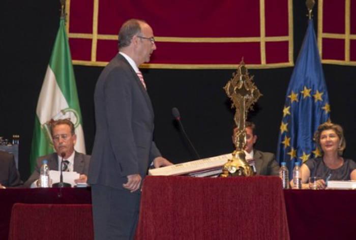 toma posesion concejales Almeria 2015 crucifijo