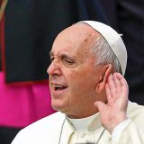 Bergoglio oreja