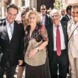 Carmona, Carmena, el padre Ángel y Cifuentes, ayer en la fiesta del Día del Abuelo. AYUNTAMIENTO DE MADRID