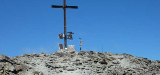 Cruz en el monte Puigmal en Girona Foto Itziar Lazurtegi
