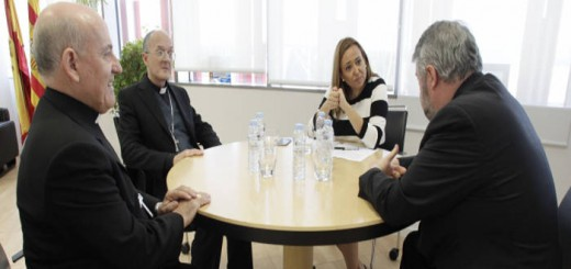 Mayte Perez consejera Educacion Aragon obispos 2015