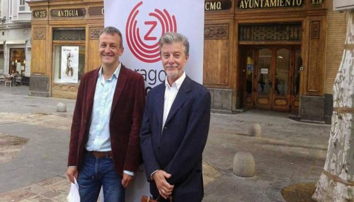 El concejal de Cultura y Economía del Ayuntamiento de Zaragoza, Fernando Rivarés, y el alcalde, Pedro Santisteve, ambos de Zaragoza en Común