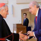 El arzobispo emérito de Madrid, Antonio María Rouco Varela, recibe una condecoración de manos del ministro de Interior, Jorge Fernández Díaz / Foto Ministerio del Interior
