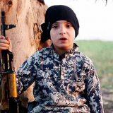 Un 'cachorro' del califato, en un aimagen difundida por el IS E.M