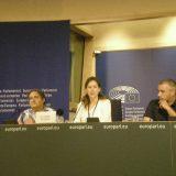 Marina Albiol (eurodiputada de IU) Francisco Delgado (Presidente de Europa Laica), y David Gozlan (Libre Pensé Française) en rueda de prensa, en la presentación de la Carta Europea de la Laicidad y la Libertad de Conciencia