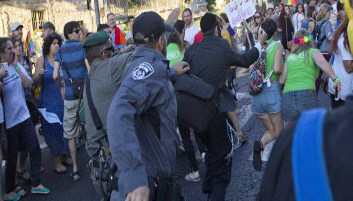 ultraortodoxo judio ataca manifestacion orgullo gay Jerusalen 2015