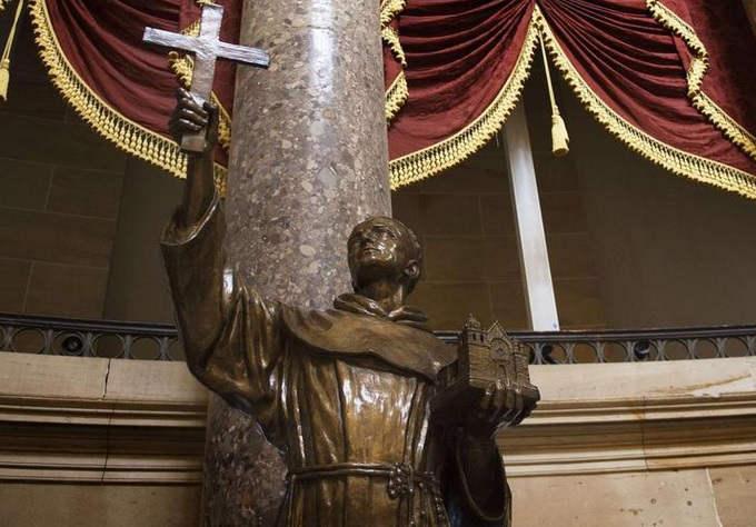 ¿Santo o invasor asesino? Crece descontento sobre canonización de Junípero Serra