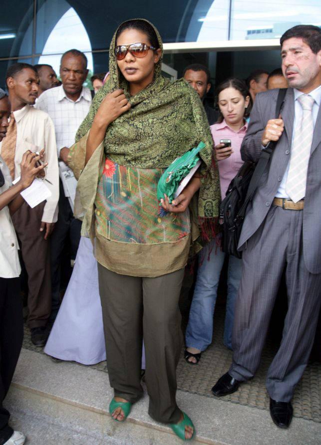 Lubna Hussein, la periodista sudanesa multada en 2009 por llevar pantalones