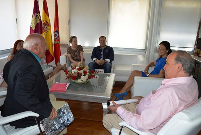 alcaldesa Ciudad Real con cofradias 2015