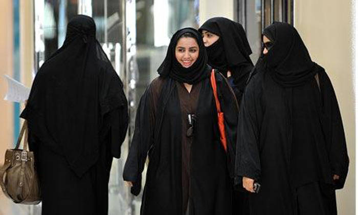 Las mujeres saudíes podrán votar... pero no conducir hasta el colegio electoral