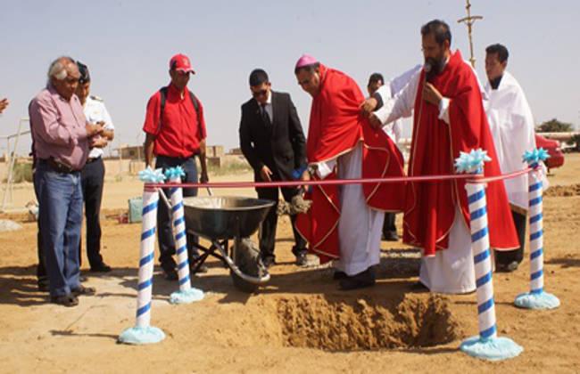 Tras asistir a misa un alcalde de Perú y el obispo castrense ponen la primera piedra del templo de la Fuerza Aérea en el que colaborará la municipalidad