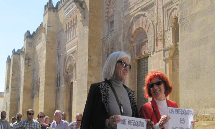 IU propone que en 2018 la Iglesia no reciba un euro de dinero público