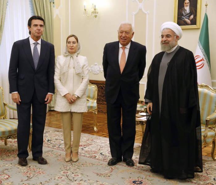 Ana Pastor con velo en Iran 2015 a