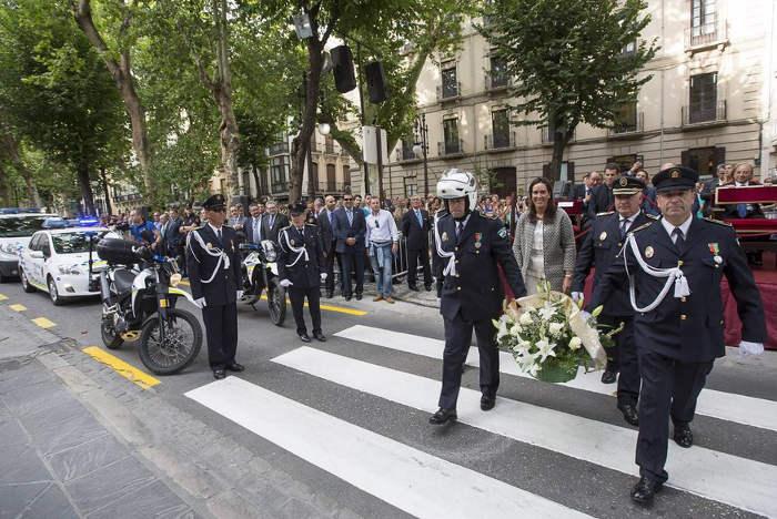 Ofrenda floral V Angustias Granada Policia local