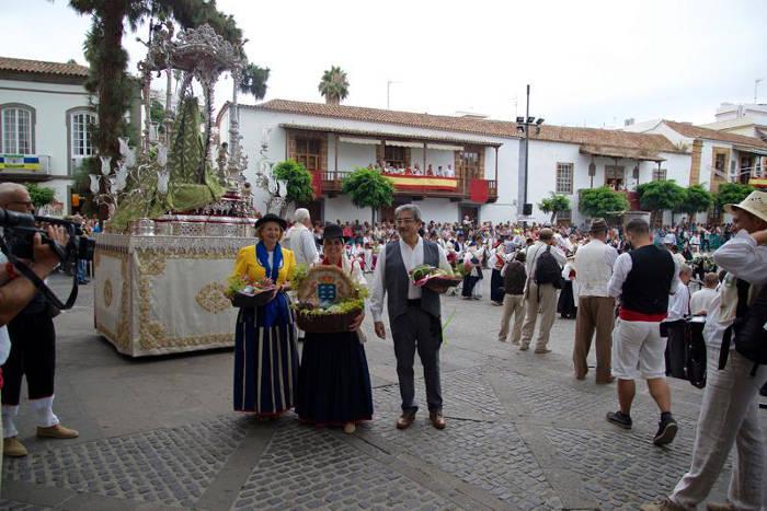 Presidenta Parlamento Canarias romeria virgen 2015 a