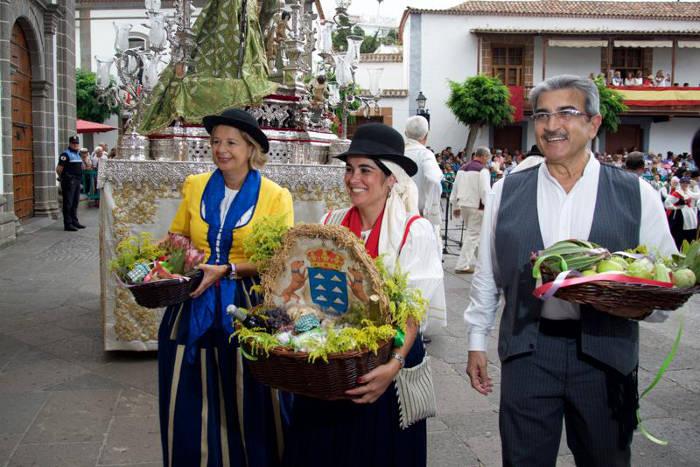 Presidenta Parlamento Canarias romeria virgen 2015 b