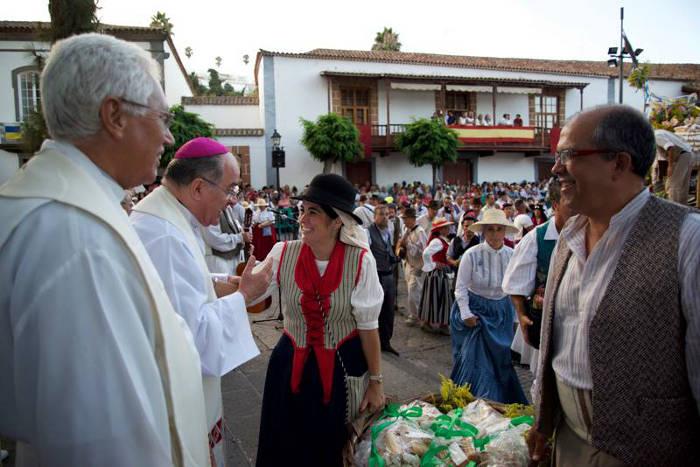 Presidenta Parlamento Canarias romeria virgen 2015 c