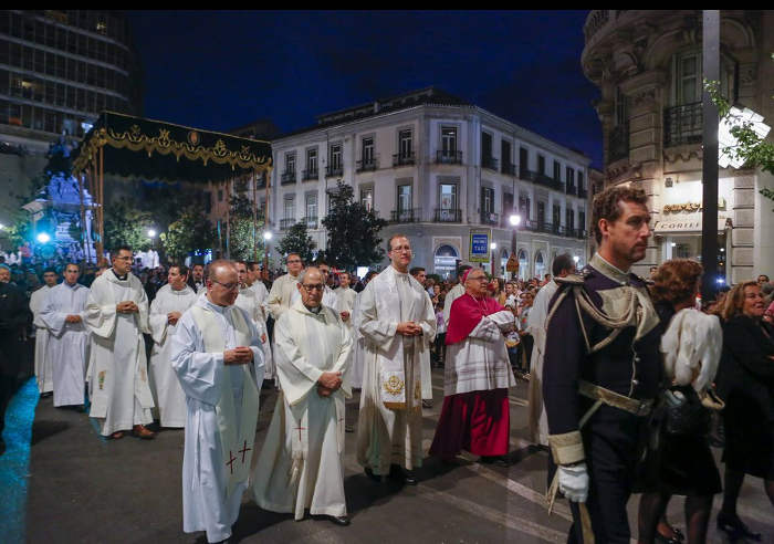 Virgen Angustias Granada 2015 arzobispo