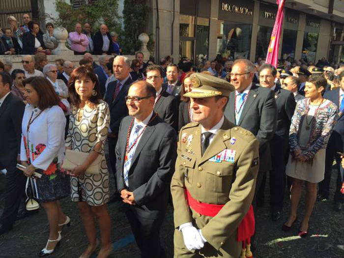 Concejales de la corporación municipal y autoridades militares, durante la procesión. Foto: Ayuntamiento de Valladolid