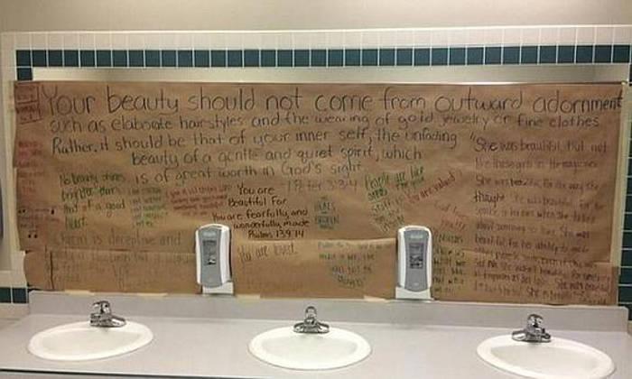 Imagenes De Baños Tapados:Alumnas de una escuela cristiana tapan los espejos de los baños para