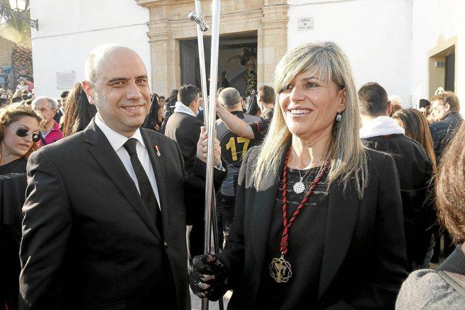 Gabriel Echávarri, junto a la hoy líder de la oposición, Asunción Sánzhez Zaplana. P. RUBIO