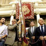Joan Ribo alcalde Vlencia con la senyera 2015