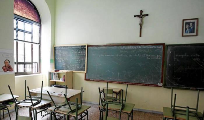 aula crucifijo clase religion Valladolid