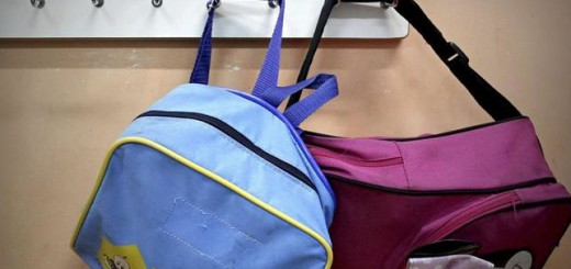 aula escolar mochilas