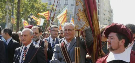joan Ribo alcalde Valencia con senyera 2015
