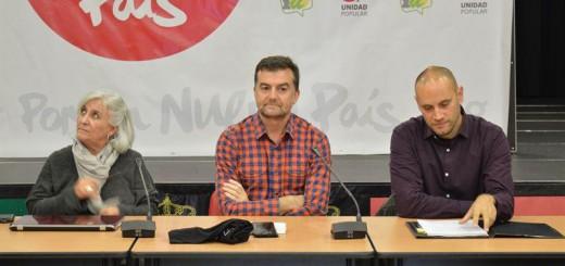 Virtudes Martínez (i), Antonio Maíllo (c) y Luis Cotarelo (d) durante el acto. EP