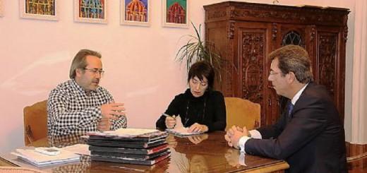 Reunión entre el alcalde y el presidente de la Cofradía, Rufo Martínez