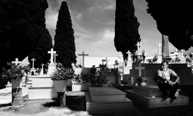 cementerio y sepulturero