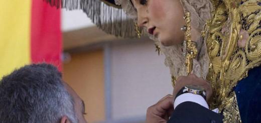 medalla policial a Virgen del Amor 2014