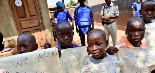 ninos en Bangui Centroafricana 2015