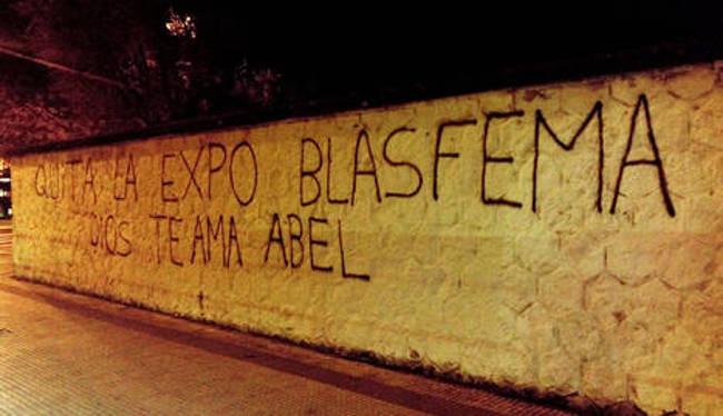 pederastia con hostias Pamplona 2015 pintada