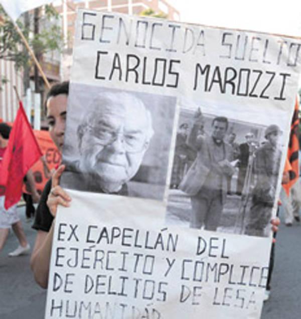 protesta contra Carlos Luis Marozzi capellan torura dictadura Argentina