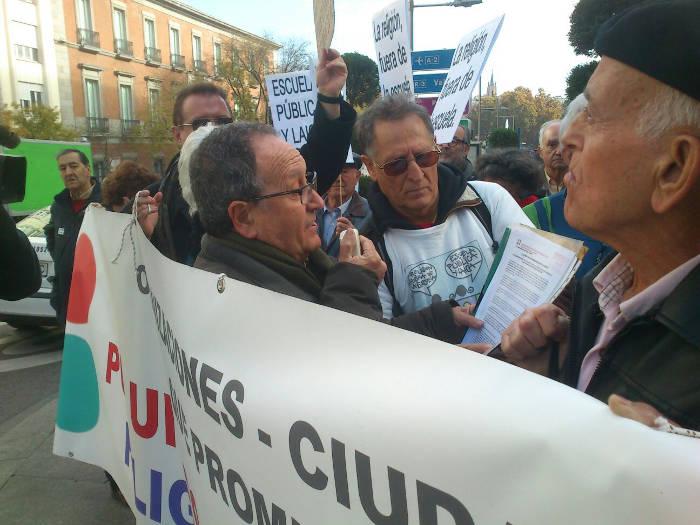 Concentracion Congreso Escuela laica 20151202 a