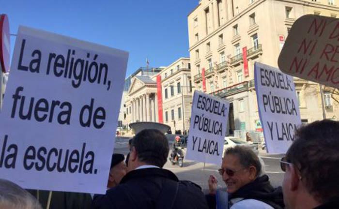 Concentracion Congreso Escuela laica 20151202 c